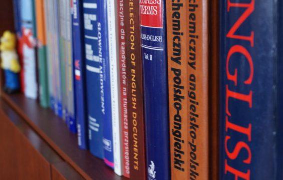 Co tłumacz języka angielskiego ma na półce?